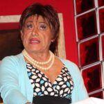 Caracterizando a una Presidenta o a su popular personaje de Doña Zoila, el actor se ganó los aplausos del público