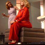 """Laura Flores y Érika Buenfil, además de grandes amigas, han trabajado juntas como en la obra de teatro """"Infidelidades"""""""