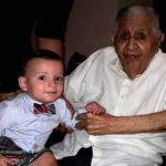 El Dr. Sarcos Yguarán y su nieto Danielito, hijo de Daniel Sarcos y Alessandra Villegas