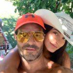 Apenas hace cuatro meses que el cantante confirmó su noviazgo con la modelo mexicana Luisa López, de 22 años (24 más joven que él)