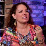 """Tatiana lloró en entrevista con Jordy Rosado al recordar cómo hombres """"misóginos"""" se burlaban de ella tras huir de la violencia"""