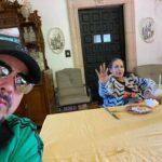 En una de sus últimas fotografías, Flor Silvestre saluda en este selfie de su hijo Pepe Aguilar