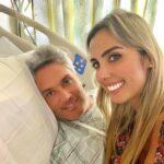 Su esposa Carolina Novoa estuvo en todo momento con el presentador