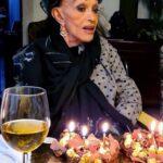 Lucha Villa celebró con dos pasteles de chocolate su cumpleaños número 84