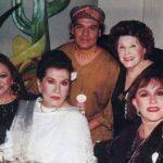 """En esta foto que circula en las redes, Lucha está con Amalia Mendoza """"La Tariácuri"""", Lola Beltrán, Juan Gabriel y Libertad Lamarque"""