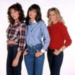 Tanya Roberts  (izq) estuvo en la última temporada de Los Angeles de Charlie, cuando Jaclyn Smith (centro) era la única que quedaba del trío original