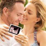 Así dieron a conocer ella y su pareja Erik Hayser que estaban esperando un bebé