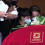 Carisa de León y su hijo Xavi fueron a despedir al actor , quien murió en septiembre pasado